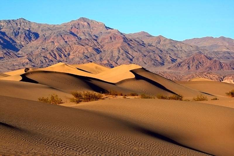 800px-Mesquite_Sand_Dunes_in_Death_Valley