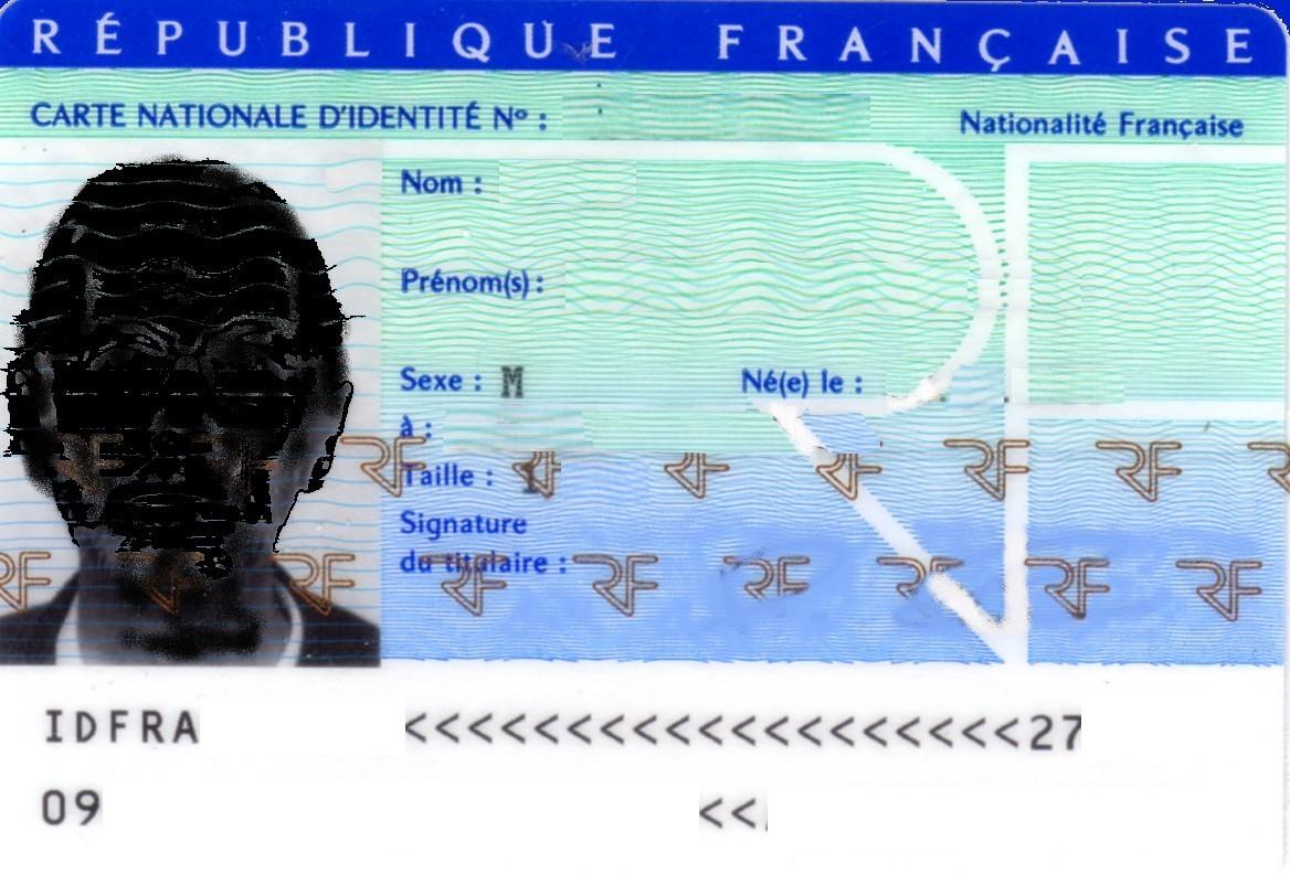 En France, la carte d'identité a d'abord été attribuée aux étrangers