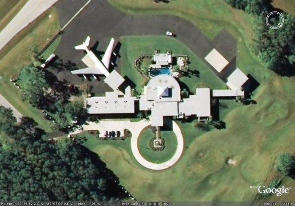 john travolta a un a roport dans sa maison le savais tu