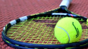 tennisman tue juge de ligne balle raquette tennis