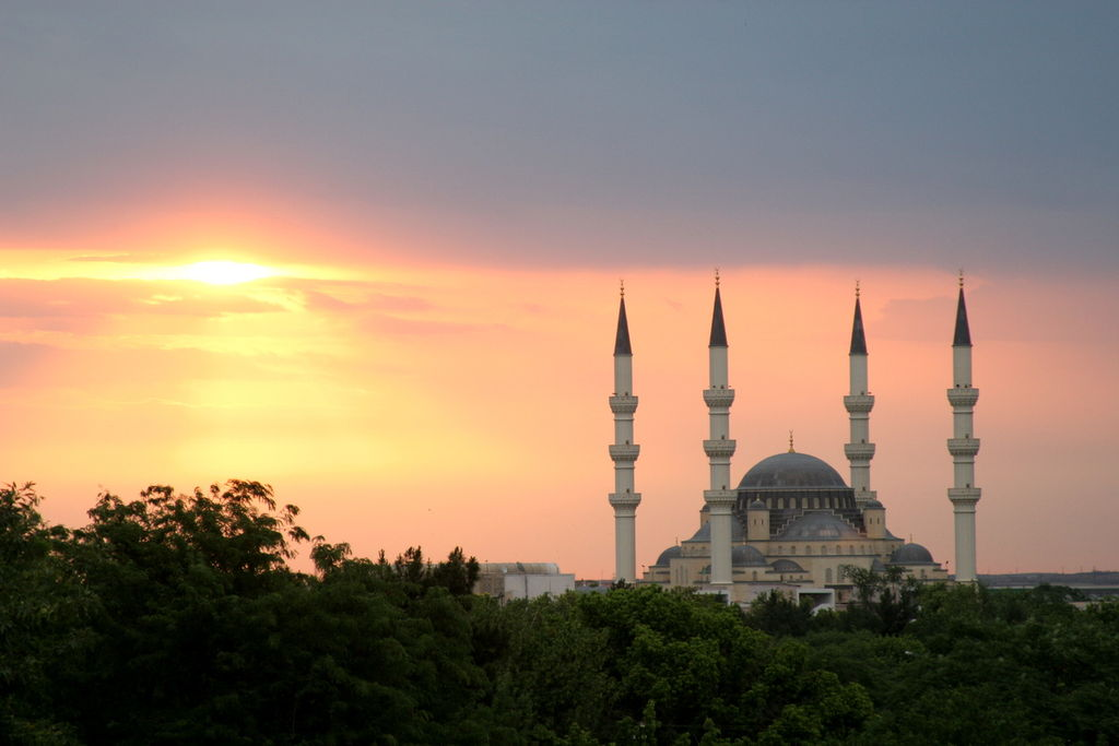 1024px-Ertugrul_Gazi_Mosque_in_Ashgabat,_Turkmenistan