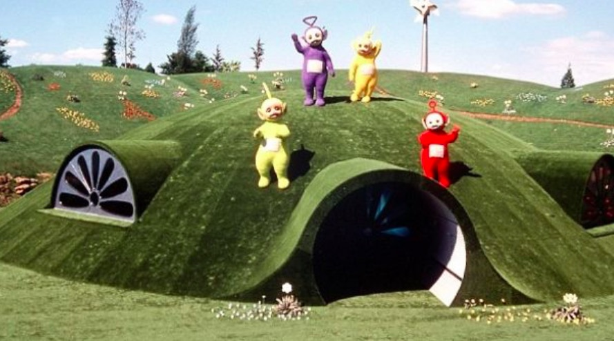 qu 39 est devenue la maison des teletubbies apr s la fin du tournage. Black Bedroom Furniture Sets. Home Design Ideas