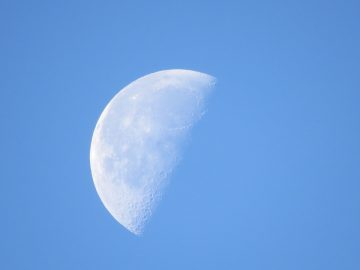moon-584238_960_720