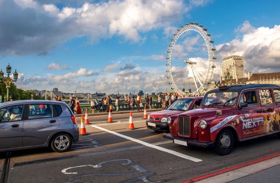 Angleterre taxi conduite gauche