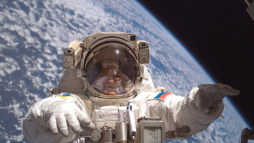 conquête spatiale cosmonaute espace