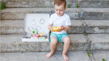 gourmandise enfant manger