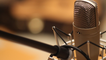 micro enregistrement studio doubleurs français voix