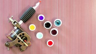 Composition encre tatouages couleurs