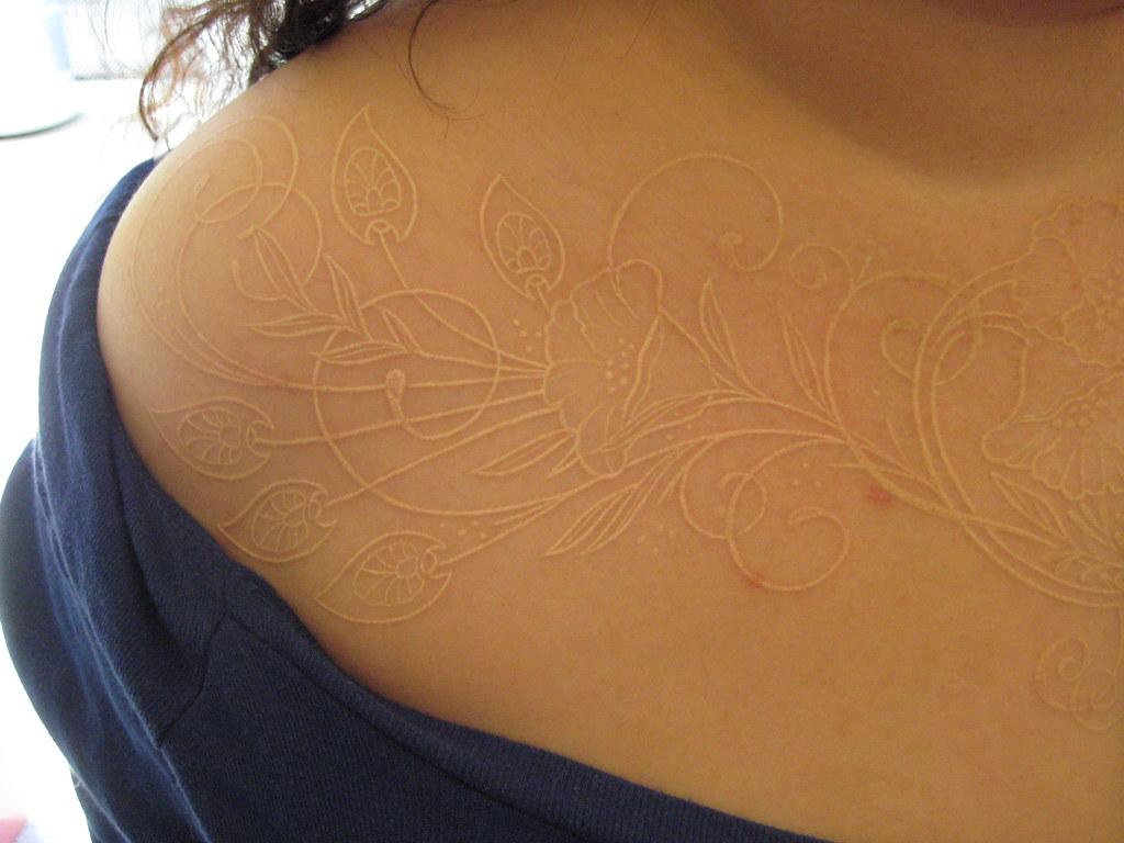 tatouages encre blanche