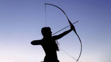 Amazone femme guerrière arc flèches