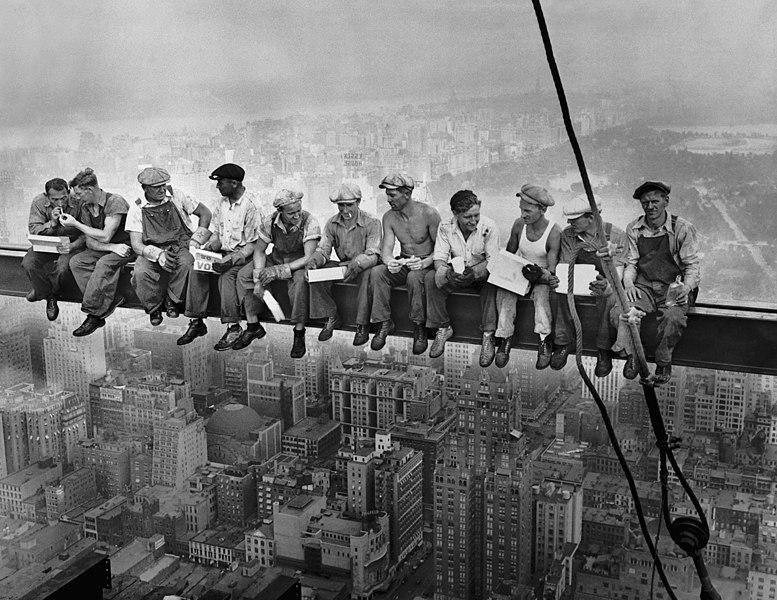 déjeuner en haut d'un gratte-ciel photo