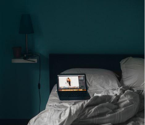 lit sommeil dormir ordinateur