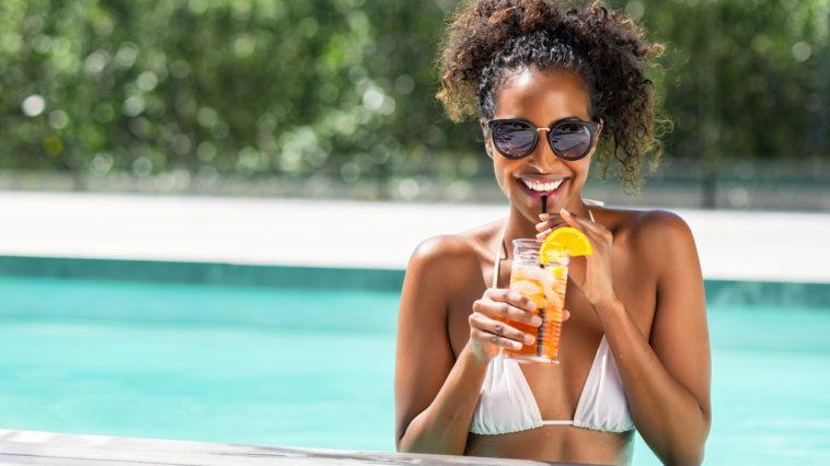 vaances piscine détente soleil